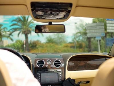Diferencias entre vehículo con conductor y taxi
